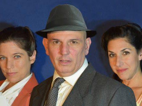 Un hombre rescatado por dos mujeres y  un escritor infinito